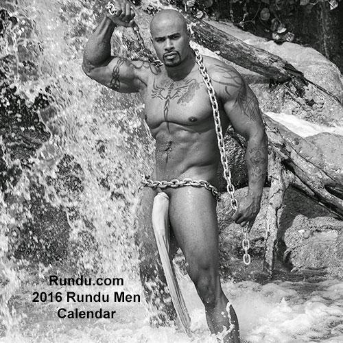 Erotični koledar z obdarjenimi moškimi