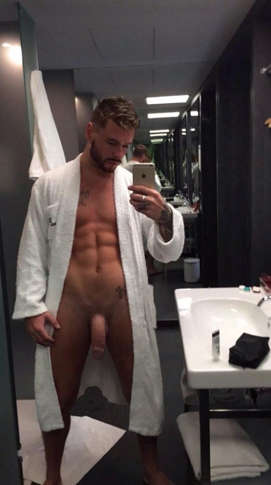 velik-penis-v-garderobi